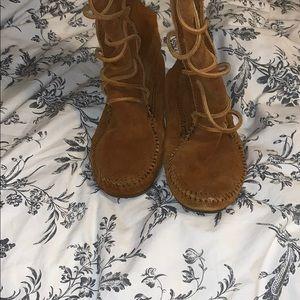 Minnetonka Shoes - Minnetonka Knee High Lace Up moccasins